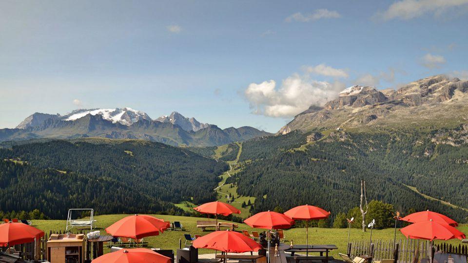 Ambiente Ristorante Alpino Piz Arlara - Corvara in Alta Badia ...